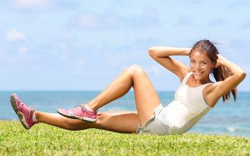 девушка, взгляд, модель, волосы, лицо, позирует, пресс, кроссовки, фитнес, спортивная форма