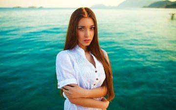 вода, девушка, фон, море, портрет, взгляд, модель, волосы, рубашка, фотосессия