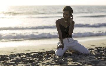 украшения, девушка, настроение, море, песок, взгляд, лицо