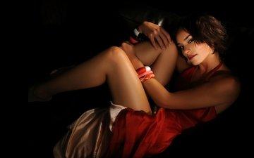 девушка, поза, взгляд, ножки, руки, темнота, красное платье, красные губы, браслеты