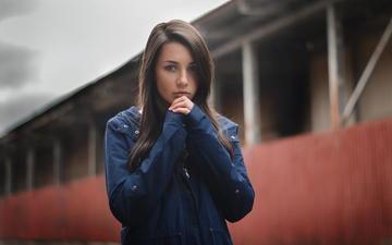 девушка, фон, взгляд, куртка, шатенка