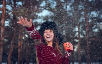 снег, зима, девушка, радость, кружка, шапка, чай