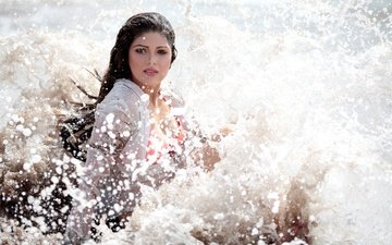eyes, water, girl, pose, brunette, squirt, model, hair, lips, face, actress, makeup, bollywood, indian, divyetta singh, livietta singh