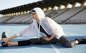 девушка, модель, стадион, фитнес, спортивная одежда, тренировки, расстяжка