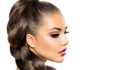 девушка, портрет, брюнетка, белый фон, коса, макияж