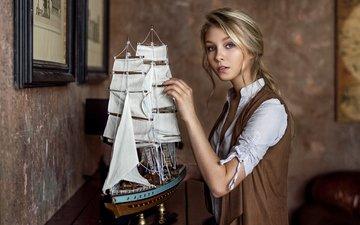 девушка, блондинка, ретро, корабль, взгляд, модель, волосы, лицо, максим гусельников, алиса тарасенко, кораблик., модель корабля