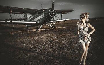 девушка, самолет, блондинка, поле, очки, модель, биплан