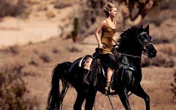 лошадь, девушка, взгляд, модель, лицо, актриса, грива, фотосессия, vogue, дженнифер лоуренс