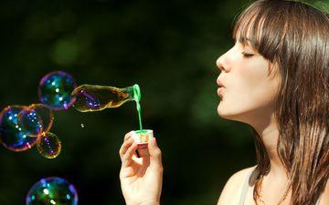рука, девушка, взгляд, профиль, волосы, лицо, мыльные пузыри