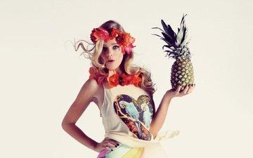 цветы, девушка, блондинка, взгляд, модель, волосы, лицо, белый фон, ананас