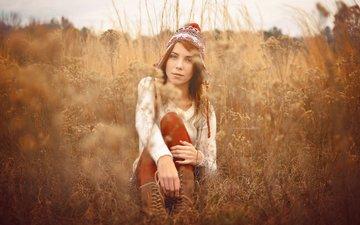 трава, девушка, поле, взгляд, модель, волосы, лицо, шапка, сидя, marlene senko
