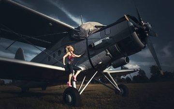 девушка, самолет, поза, модель, ножки, биплан, высокие каблуки