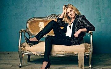 девушка, блондинка, взгляд, сидит, волосы, лицо, актриса, диван, элайза тейлор