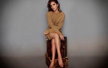 девушка, взгляд, модель, сидит, лицо, актриса, эмма уотсон, ящики