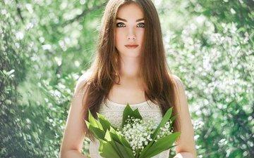 глаза, цветы, девушка, фон, взгляд, ландыши, весна, волосы, букет, лицо, руки