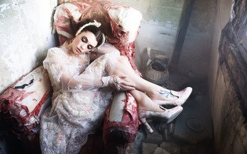 платье, брюнетка, ножки, кресло, актриса, макияж, закрытые глаза, vogue, высокие каблуки, астрид берже-фрисби
