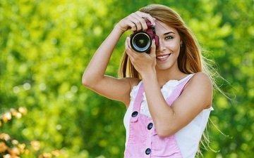 природа, девушка, настроение, улыбка, взгляд, фотоаппарат, волосы, лицо, камера