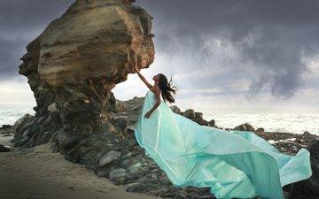 камни, девушка, пейзаж, море, скала, платье, брюнетка, модель, профиль
