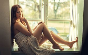 девушка, поза, взгляд, ножки, волосы, лицо, окно, плед, подоконник, tonny jorgensen, nathan photography, katrine thyge