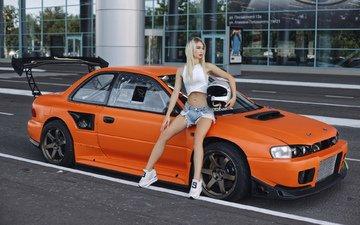 девушка, блондинка, модель, автомобиль, кроссовки, джинсовые шорты