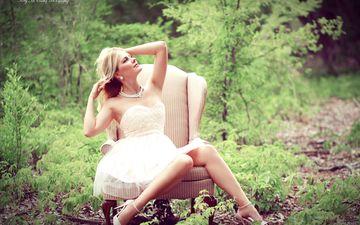 девушка, поза, блондинка, взгляд, волосы, лицо, кресло, белое платье, okelly mccarthy