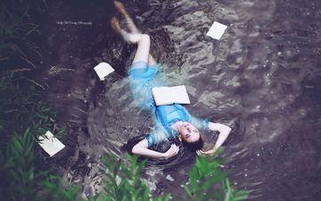 вода, девушка, платье, брюнетка, модель, фигура, книга, лежа, kelly mccarthy, okelly mccarthy