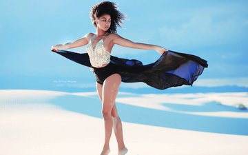 небо, девушка, поза, песок, юбка, модель, ветер, фигура, kelly mccarthy, okelly mccarthy