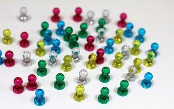 разноцветные, белый фон, стекло, магнит, магниты
