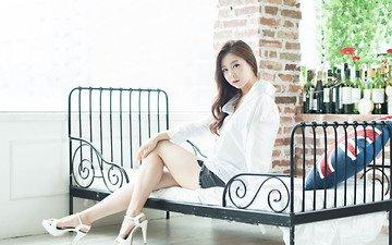девушка, поза, модель, ножки, кровать, азиатка, сидя, son ye in