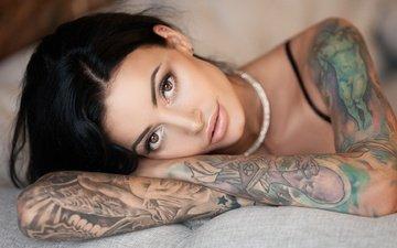 девушка, портрет, брюнетка, взгляд, модель, татуировки, губы, лицо, руки, anna sajarova