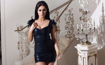 лестница, девушка, платье, брюнетка, лампа, модель, черное платье, декольте, рэйчел линн оуэн, rachel lynn