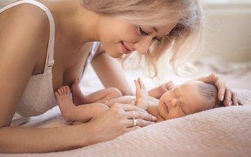 блондинка, улыбка, ребенок, мама, младенец
