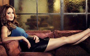 девушка, улыбка, взгляд, модель, ноги, волосы, лицо, актриса, диван, фотосессия, patrick fraser, дженифер лоуренс, oscarwrap