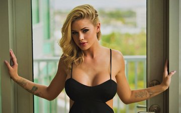девушка, блондинка, модель, татуировки, руки, черное платье, декольте, голые плечи, джесса родс