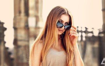 девушка, блондинка, взгляд, модель, длинные волосы, солнцезащитные очки