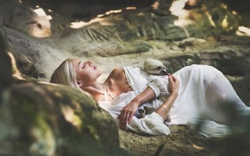 girl, blonde, stay, closed eyes, hedgehogs, marketa novak, woman in wood, anastázie golovnová