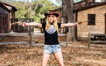 девушка, оружие, блондинка, ситуация, модель, шляпа, револьвер, ковбой, джинсовые шорты