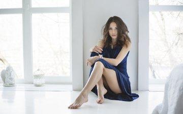 девушка, поза, ножки, окно, на полу, екатерина тимохина, синее платье, максим максимов