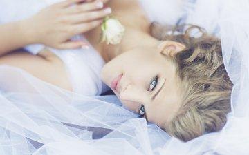 глаза, девушка, блондинка, цветок, улыбка, модель, лежа, julia sariy