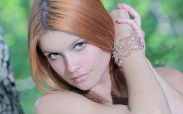девушка, улыбка, взгляд, лицо, браслет, рыжеволосая, viola a