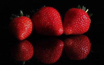 отражение, ягода, клубника, черный фон