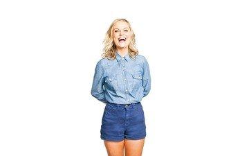 girl, blonde, look, hair, face, actress, shirt, shorts, photoshoot, amy poehler