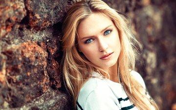 девушка, блондинка, портрет, взгляд, стена, модель, губы, голубоглазая, lods franck
