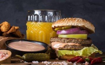 бутерброд, гамбургер, лук, овощи, мясо, соус, сок, овоши