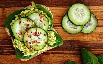 зелень, бутерброд, хлеб, закуска, авокадо, огурец, шпинат, деревянная поверхность