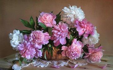 цветы, лепестки, букет, салфетка, корзинка, пионы