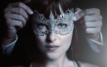 девушка, маска, взгляд, волосы, лицо, актриса, дакота джонсон, на пятьдесят оттенков темнее