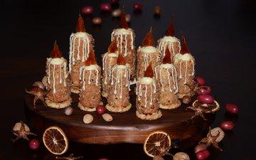 свечи, орехи, черный фон, сладкое, печенье, десерт, пирожные, композиция