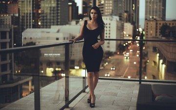 ночь, огни, девушка, брюнетка, город, взгляд, модель, волосы, лицо, балкон, черное платье, paul egas scarino