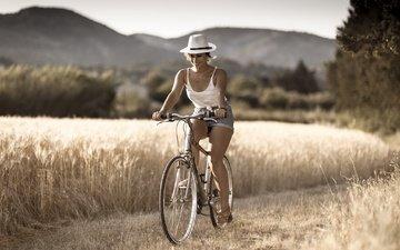девушка, улыбка, лето, очки, шляпа, велосипед, боке, джинсовые шорты, tonton-label, cristina